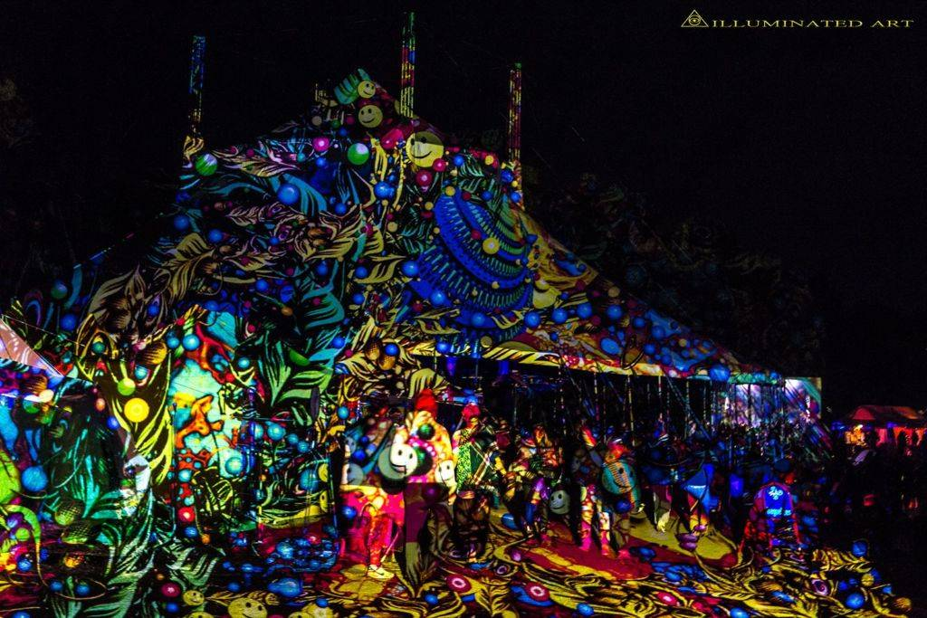 Crazy psychedelic video art from Psy-Fi Festival 2015 stage