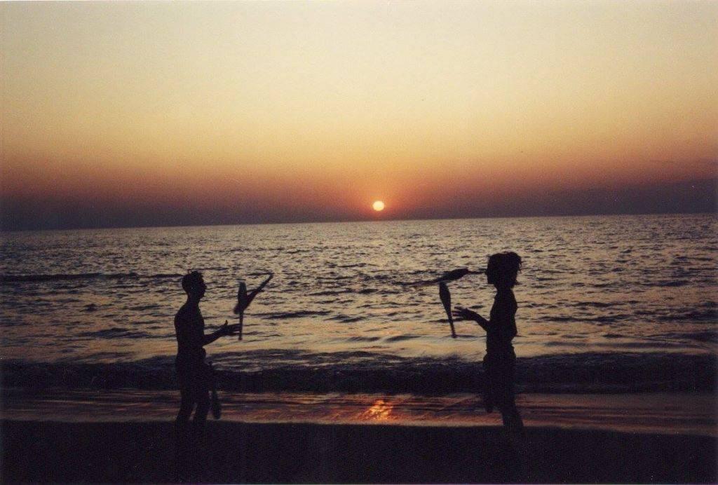 1992 - Sunset in Vagator Beach Dec 1992 Miki Wisdom & Lamy Richard_Adrian Scuppa