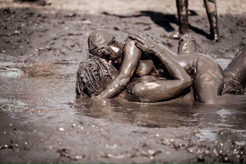 Mud Porn Pics, Muddy Sex Images, Mudding Porno
