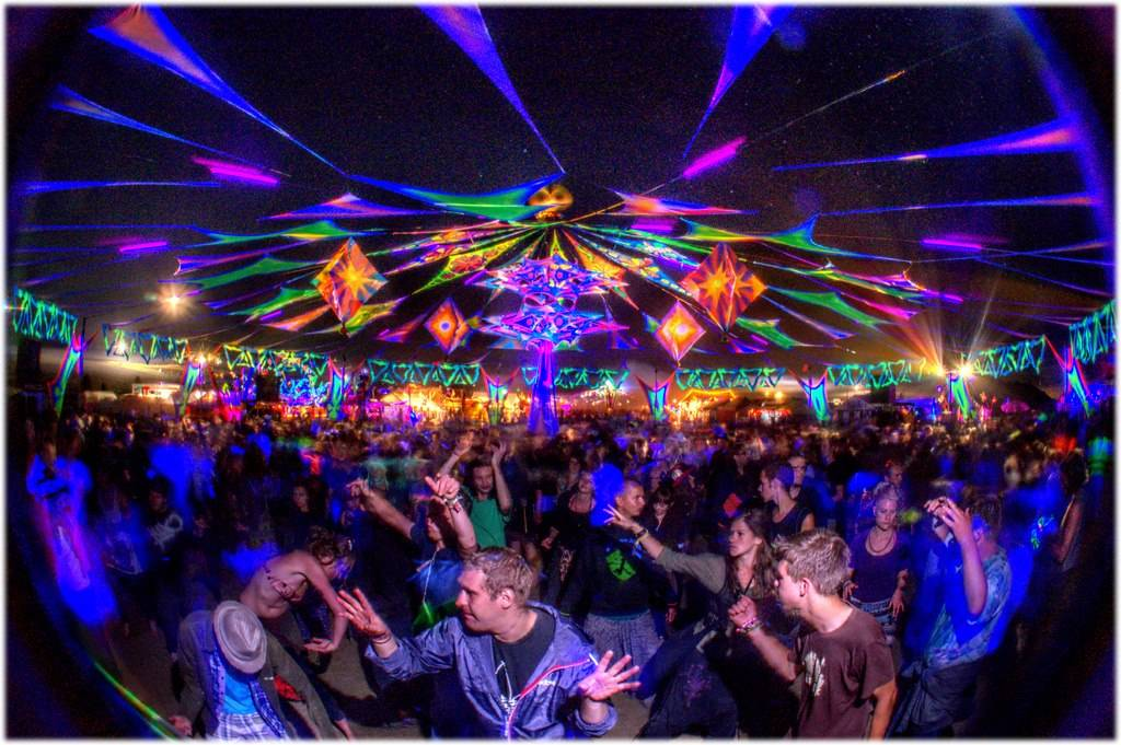 2013 Antaris Project Festival dancefloor at night