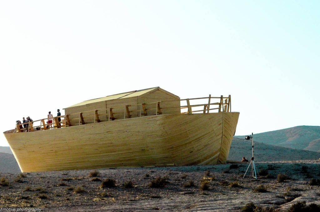 Midburn 2016 boat im desert