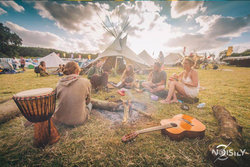 Noisily Festival of Music and Arts Festival 2016 chilling