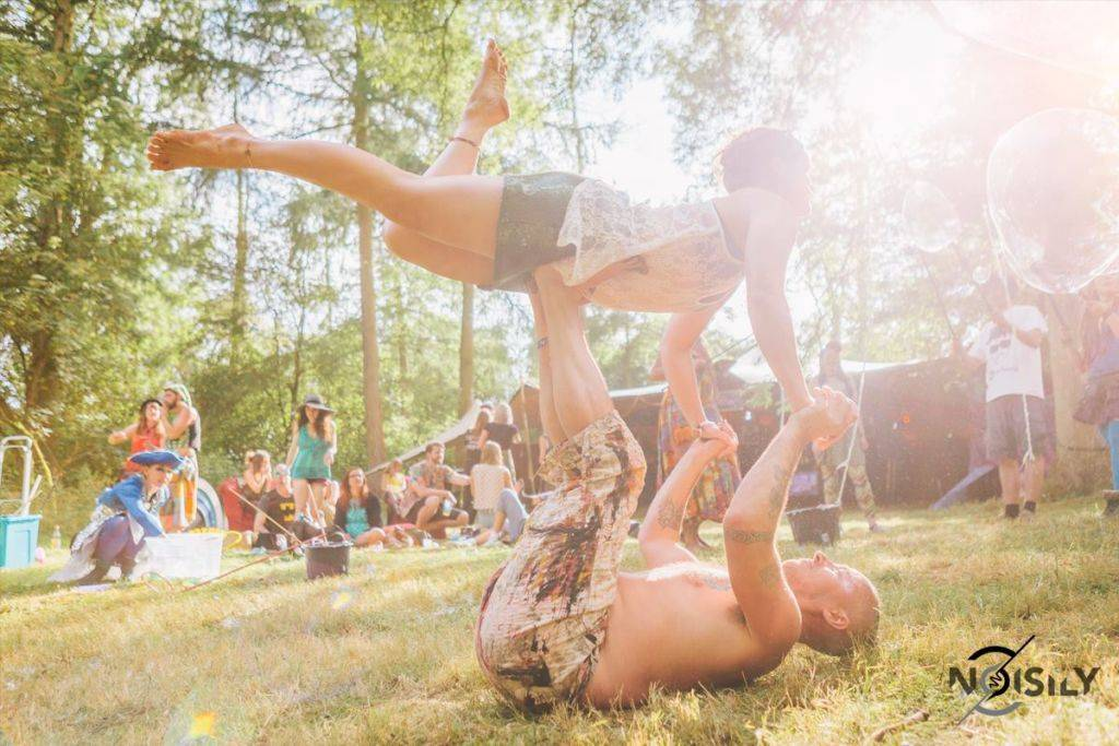 Noisily Festival of Music and Arts Festival 2016 acrobation