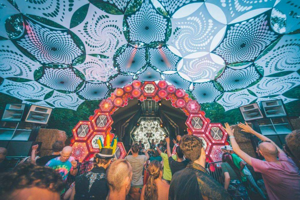 Noisily Festival of Music and Arts Festival 2016 coloful stage