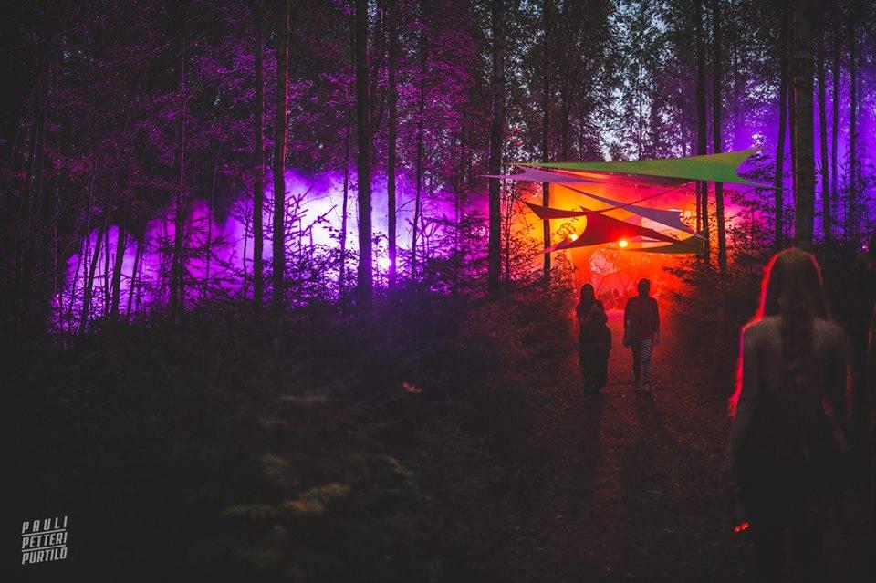 Kosmos Festival 2016 walk through woods