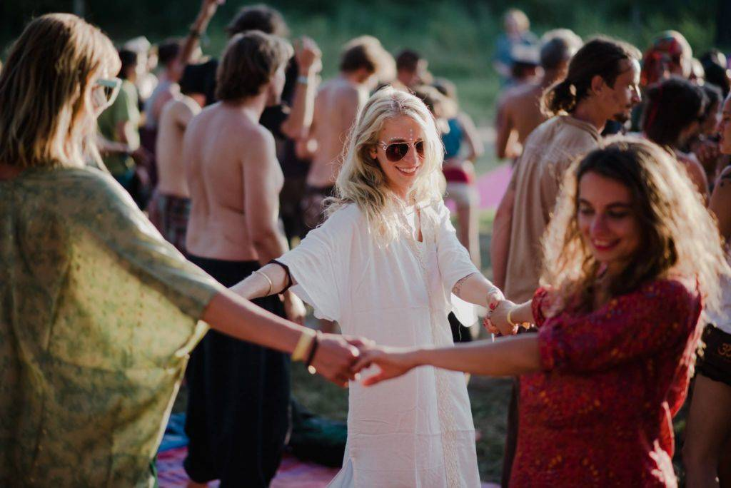 Samsara 2016 dancing in circle