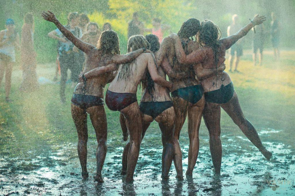 Samsara 2016 girls on rain