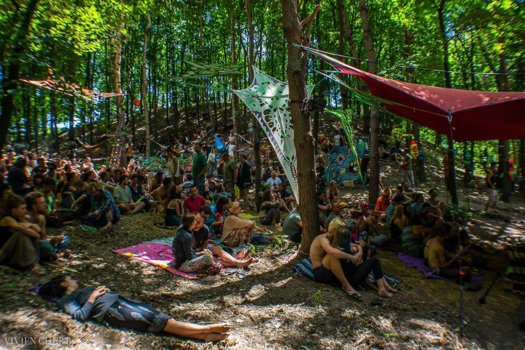 Samsara 2016 people in woods