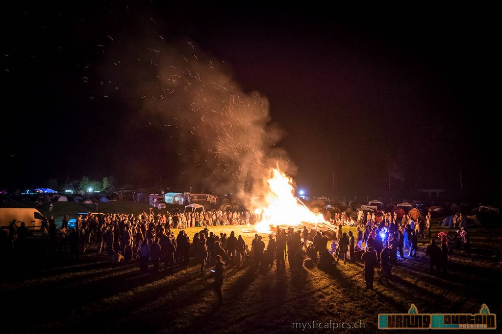 2015 Burning Mountain fire gathering