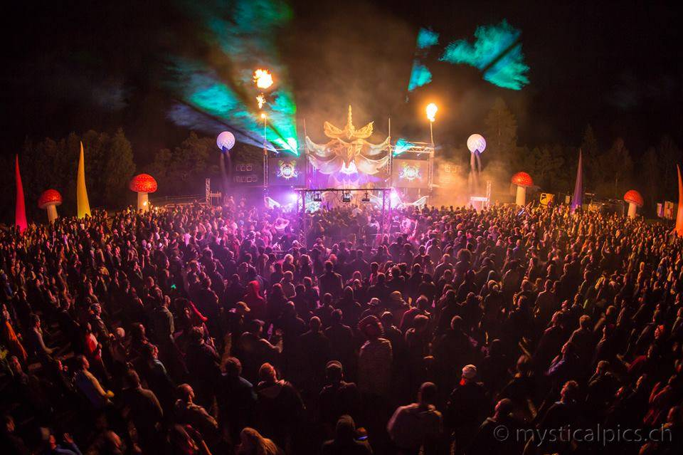 Ph: Mysticalpics, dancefloor at night Burning Mountain