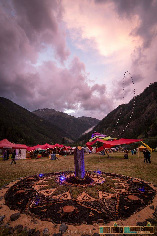 Ph: Mysticalpics, decoration burning mountain