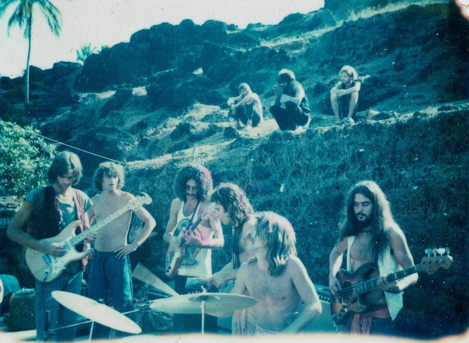 1976_anjuna-jam-band-first-electric-full-moon-party-on-the-south-end-of-anjuna-beach