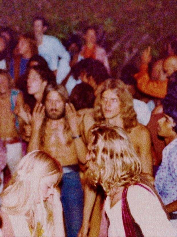 1978_full-moon-party-dancers-goa