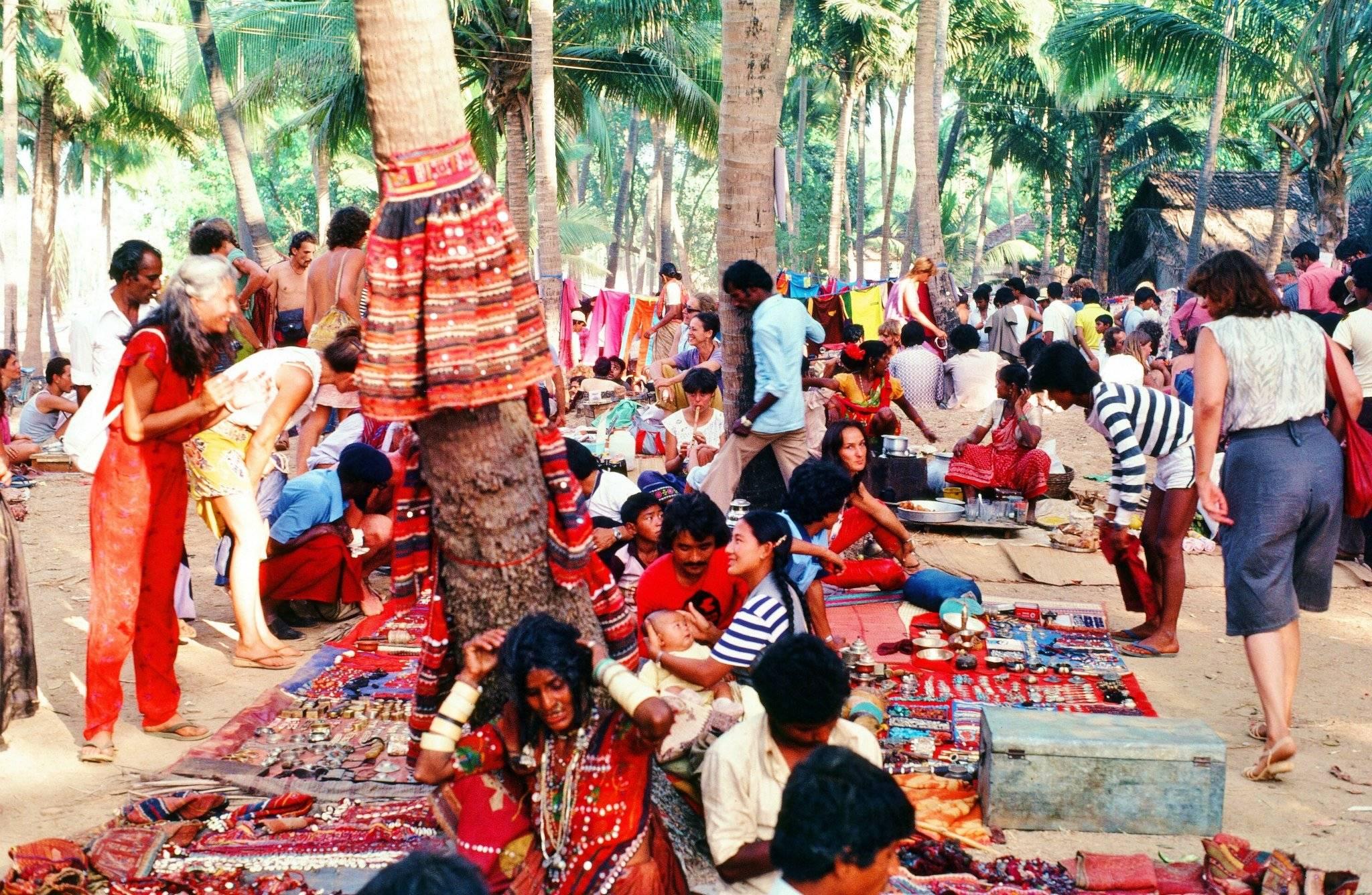 1982_anjuna-flea-market goa